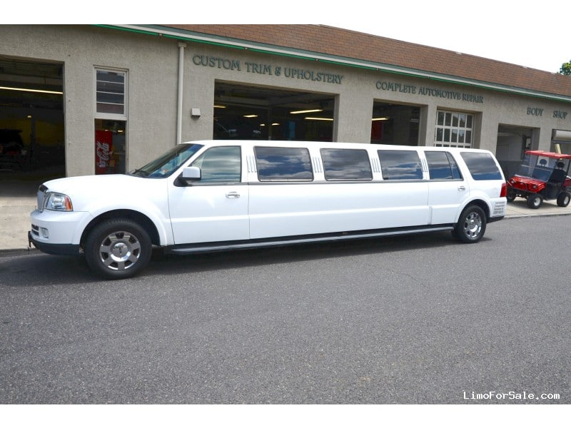 used 2006 lincoln navigator l suv stretch limo executive coach builders oaklyn new jersey. Black Bedroom Furniture Sets. Home Design Ideas
