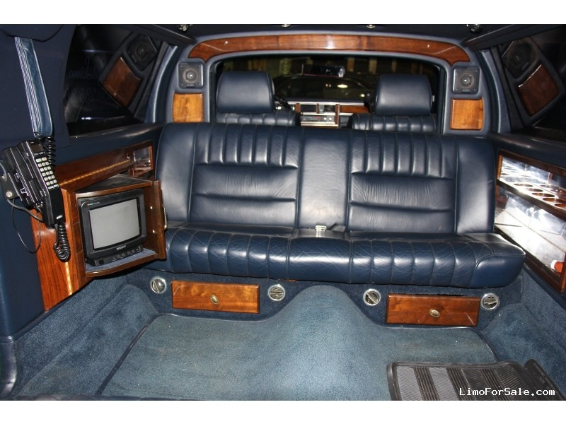 used 1989 lincoln town car sedan stretch limo dabryan addison illinois 5 900 limo for sale. Black Bedroom Furniture Sets. Home Design Ideas