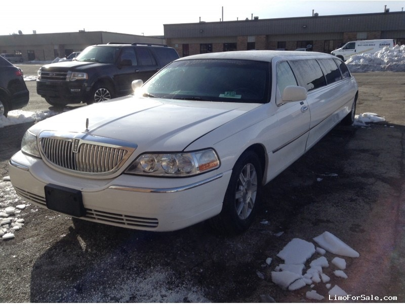 Used 2011 Lincoln Town Car Sedan Stretch Limo Executive Coach Builders - Winona, Minnesota - $16,000