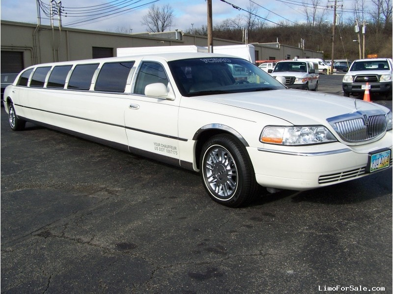 used 2005 lincoln town car sedan stretch limo craftsmen cincinnati ohio 17 900 limo for sale. Black Bedroom Furniture Sets. Home Design Ideas