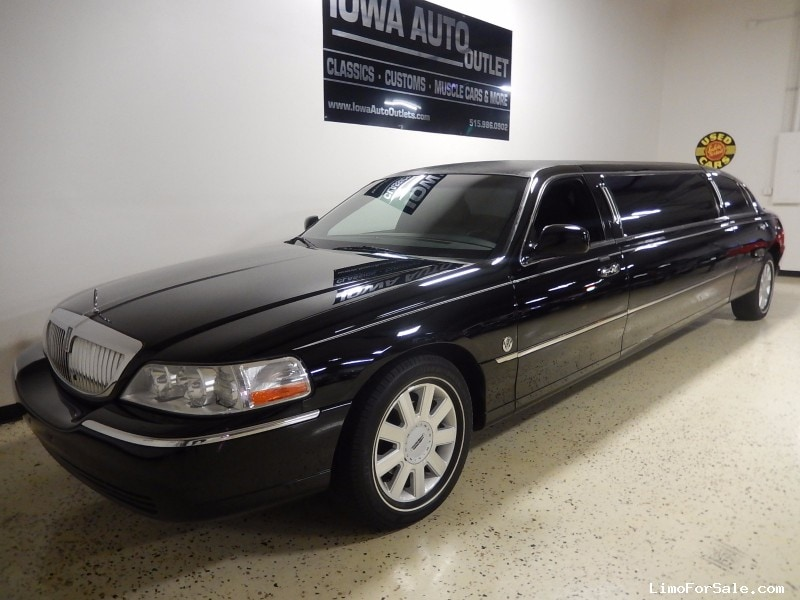 used 2005 lincoln town car sedan stretch limo federal grimes iowa 15 995 limo for sale. Black Bedroom Furniture Sets. Home Design Ideas