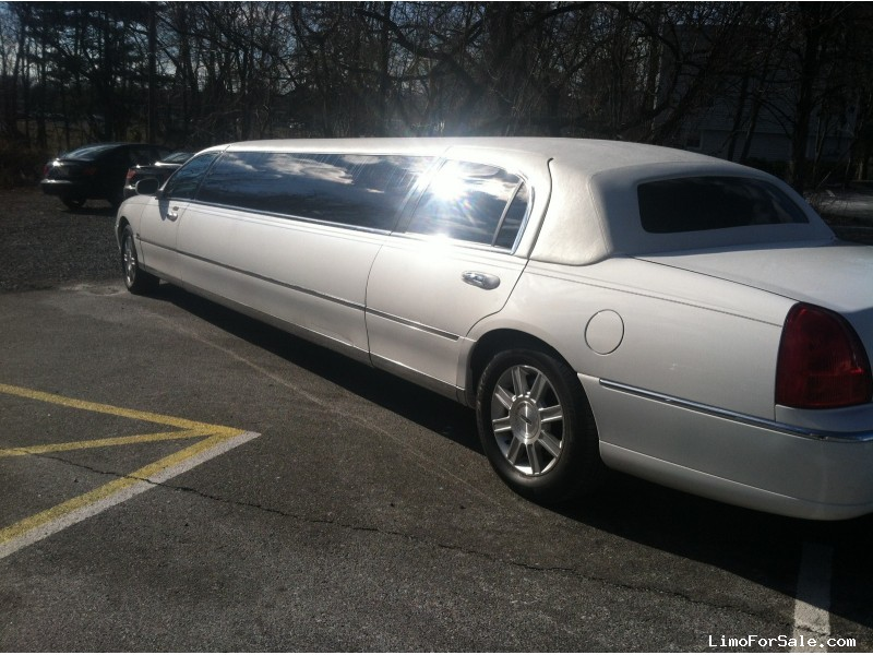used 2007 lincoln town car sedan stretch limo tiffany coachworks new jersey 19 995 limo. Black Bedroom Furniture Sets. Home Design Ideas
