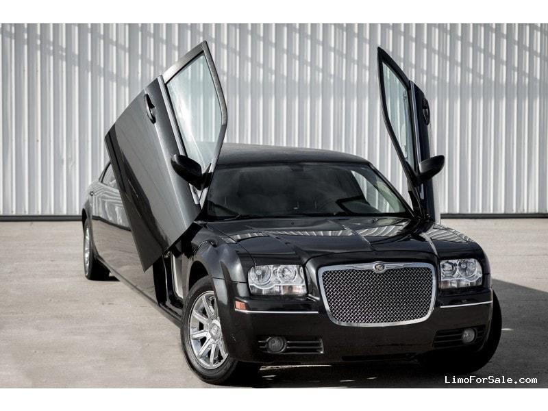 Used 2007 Chrysler 300 Sedan Stretch Limo Tiffany Coachworks - Valparaiso, Indiana    - $10,500