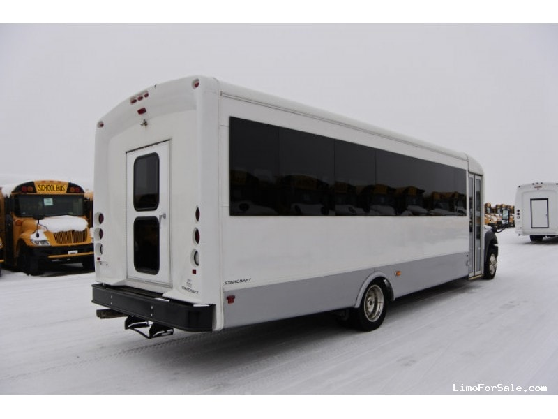 Used 2015 Ford F-550 Mini Bus Shuttle / Tour Starcraft Bus - Kankakee,  Ford Mobile Home on 2015 ohio homes, bay city mi rental homes, 2015 mobile suites, 2015 florida homes, 2015 detroit homes,