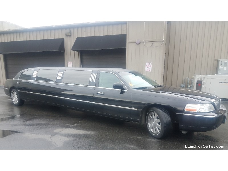 Used 2004 Lincoln Town Car Sedan Stretch Limo  - Seattle, Washington - $10,250