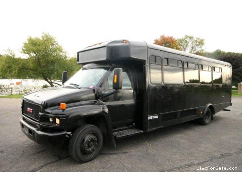 Used 2006 GMC Mini Bus Limo Great Lakes Coach - Winona, Minnesota - $10,995