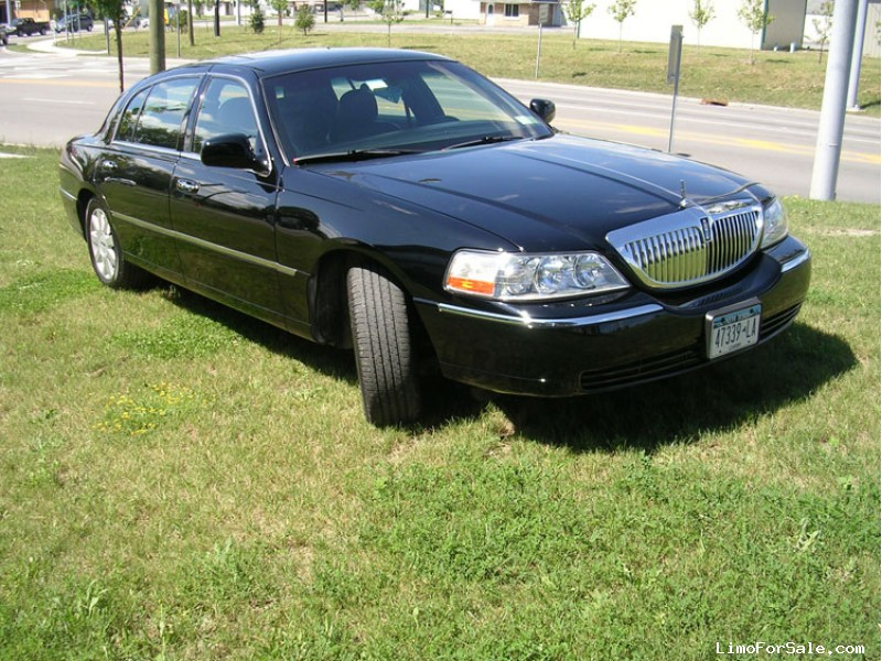 Used 2007 Lincoln Town Car L Sedan Limo  - Depew, New York    - $2,000