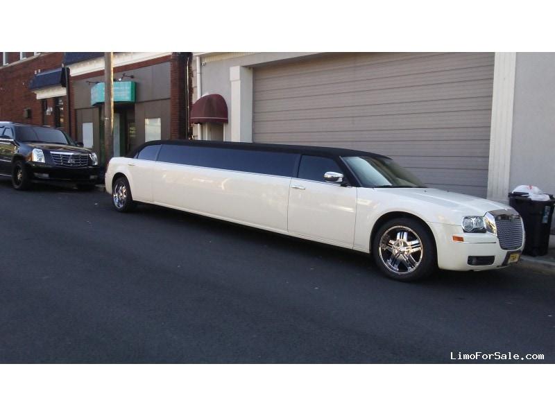 Used 2006 Chrysler 300 Sedan Stretch Limo Lime Lite Coach Works - Lyndhurst, New Jersey    - $21,995