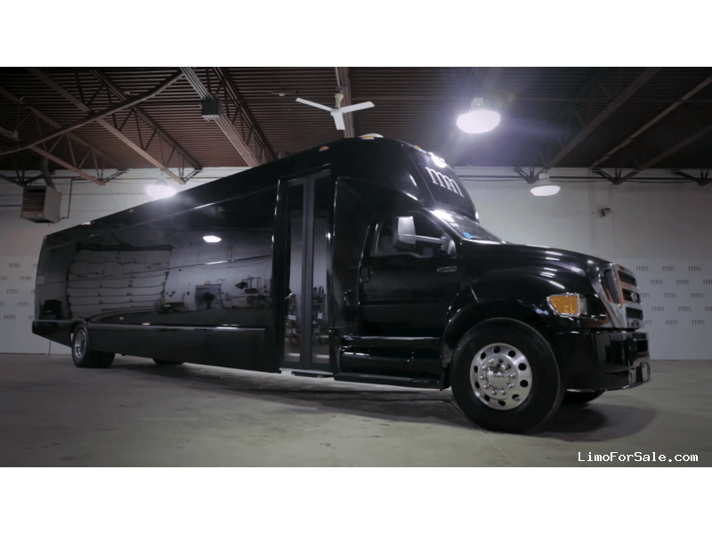 Used 2014 Ford F-750 Mini Bus Shuttle / Tour Ultimate Coachworks - Des Plaines, Illinois - $130,000