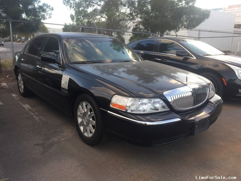 Used 2011 Lincoln Town Car Sedan Limo Signature Limousine Manufacturing    Las Vegas, Nevada   $5,000