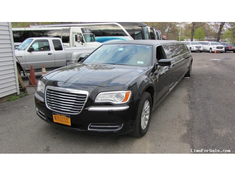 Used 2014 Chrysler 300 Sedan Stretch Limo California Coach - Commack, New York    - $32,900