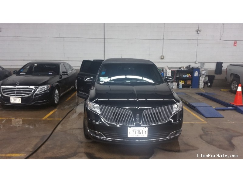 Used 2014 Lincoln Sedan Stretch Limo Royal Coach Builders - Chicago, Illinois - $46,500