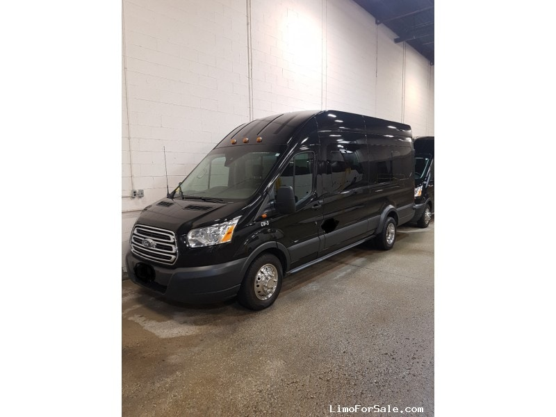 Used 2015 Ford Van Shuttle / Tour Ford - Concord, Ontario - $29,500