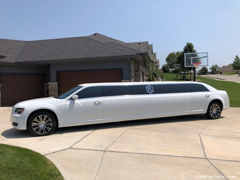Used 2013 Chrysler Sedan Limo Limos by Moonlight - Omaha, Nebraska - $35,000