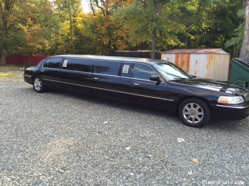 Used 2011 Lincoln Town Car Sedan Stretch Limo  - Livingston, New Jersey