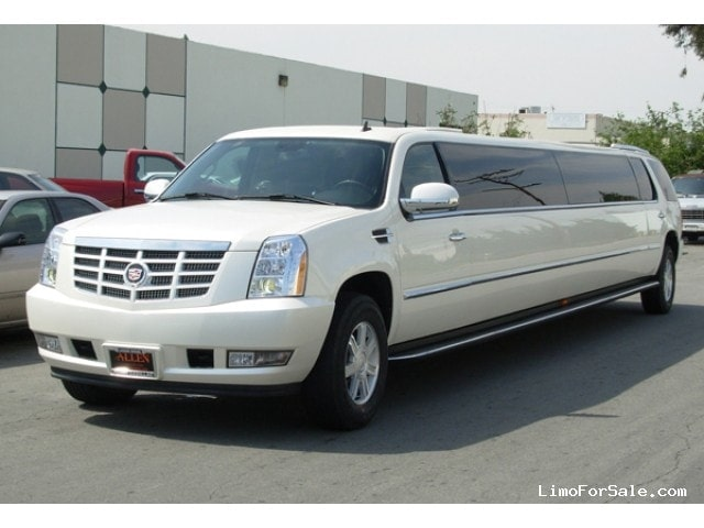 used 2007 cadillac escalade suv stretch limo limos by moonlight batavia new york 44 995. Black Bedroom Furniture Sets. Home Design Ideas