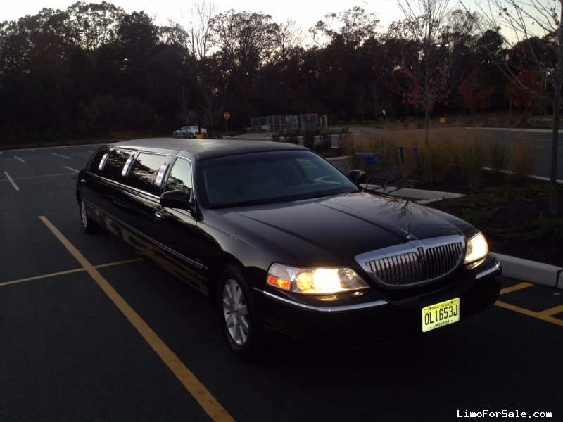 Used 2004 Lincoln Town Car Sedan Stretch Limo Executive Coach