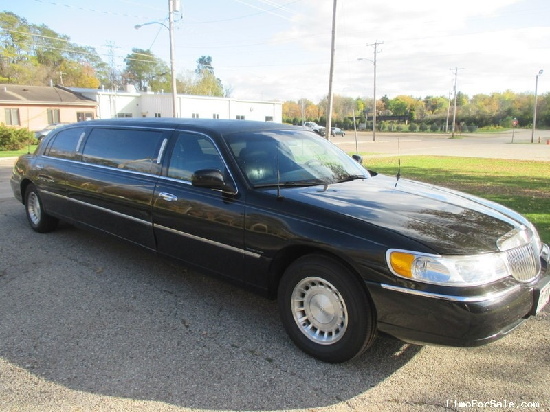 used 2000 lincoln town car sedan stretch limo dabryan janesville wisconsin 5 500. Black Bedroom Furniture Sets. Home Design Ideas