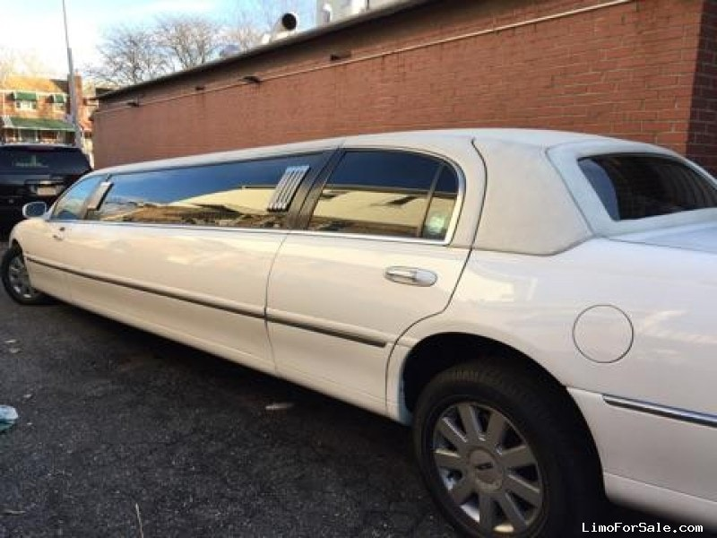 used 2005 lincoln town car sedan stretch limo krystal 15 limo for sale. Black Bedroom Furniture Sets. Home Design Ideas