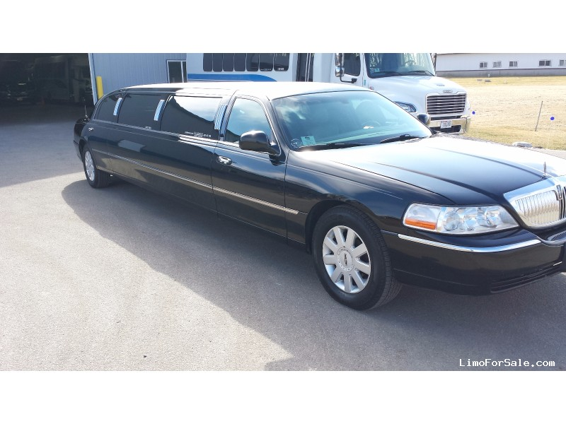 used 2006 lincoln town car sedan stretch limo dabryan. Black Bedroom Furniture Sets. Home Design Ideas