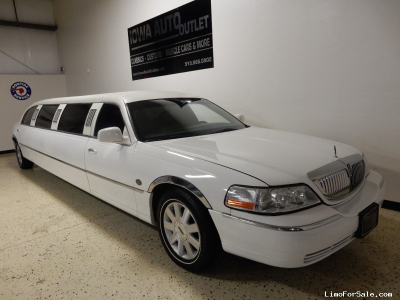 used 2004 lincoln town car sedan stretch limo lcw grimes iowa 19 995 limo for sale. Black Bedroom Furniture Sets. Home Design Ideas