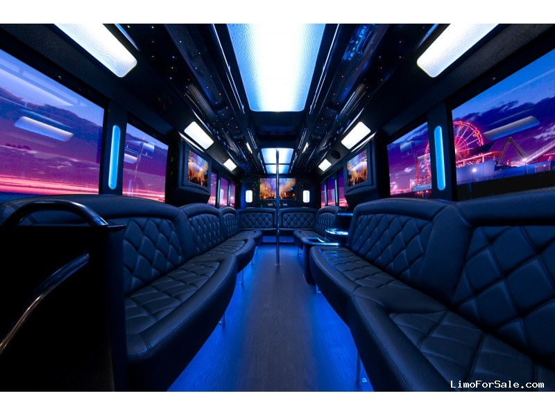 Used 2015 Ford F-550 Mini Bus Limo Tiffany Coachworks - Santa Clarita, California - $93,250