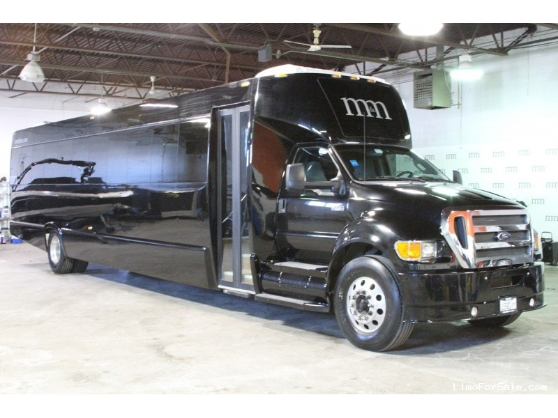 Used 2014 Ford F-750 Mini Bus Shuttle / Tour Tiffany Coachworks - Des Plaines, Illinois - $99,900