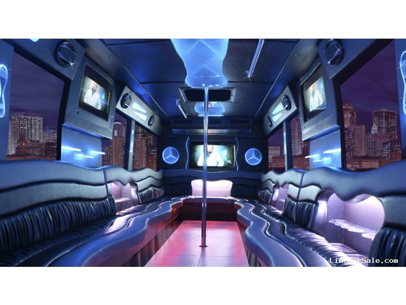 Used 2004 Freightliner Mini Bus Limo Goshen Coach - Clear Lake, Iowa - $25,000