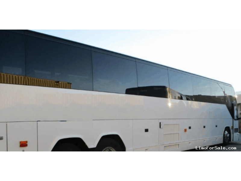 Used 2010 Prevost H3-45 VIP Motorcoach Shuttle / Tour  - Phoenix, Arizona  - $219,999