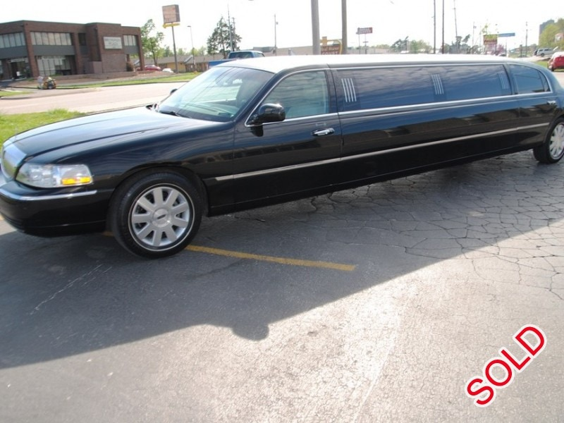 used 2004 lincoln town car sedan stretch limo executive coach builders springfield missouri. Black Bedroom Furniture Sets. Home Design Ideas