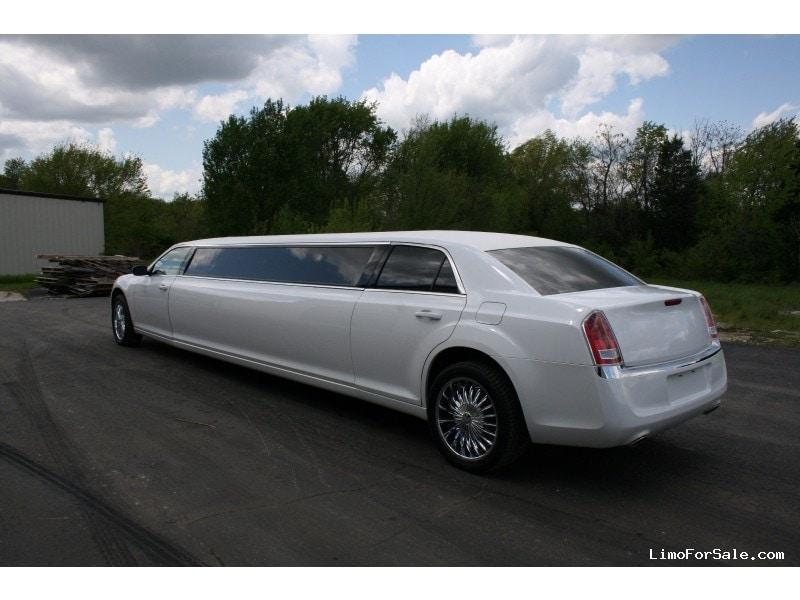 new 2014 chrysler 300 sedan stretch limo springfield springfield missouri 63 500 limo. Black Bedroom Furniture Sets. Home Design Ideas