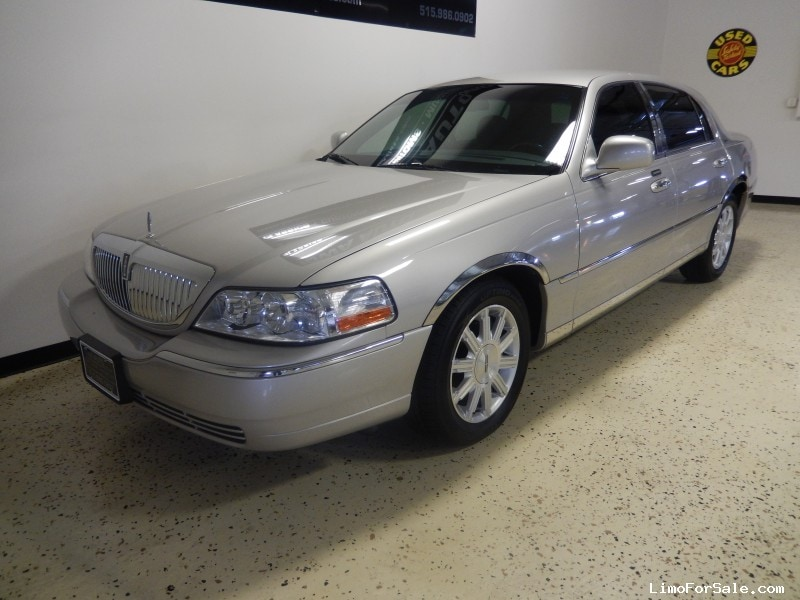 used 2008 lincoln town car sedan limo grimes iowa 13 995 limo for sale. Black Bedroom Furniture Sets. Home Design Ideas