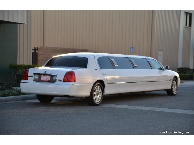 used 2008 lincoln town car sedan stretch limo royale morton grove illinois 25 000 limo. Black Bedroom Furniture Sets. Home Design Ideas