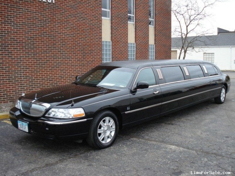used 2011 lincoln town car sedan stretch limo lcw cleveland ohio 30 000 limo for sale. Black Bedroom Furniture Sets. Home Design Ideas