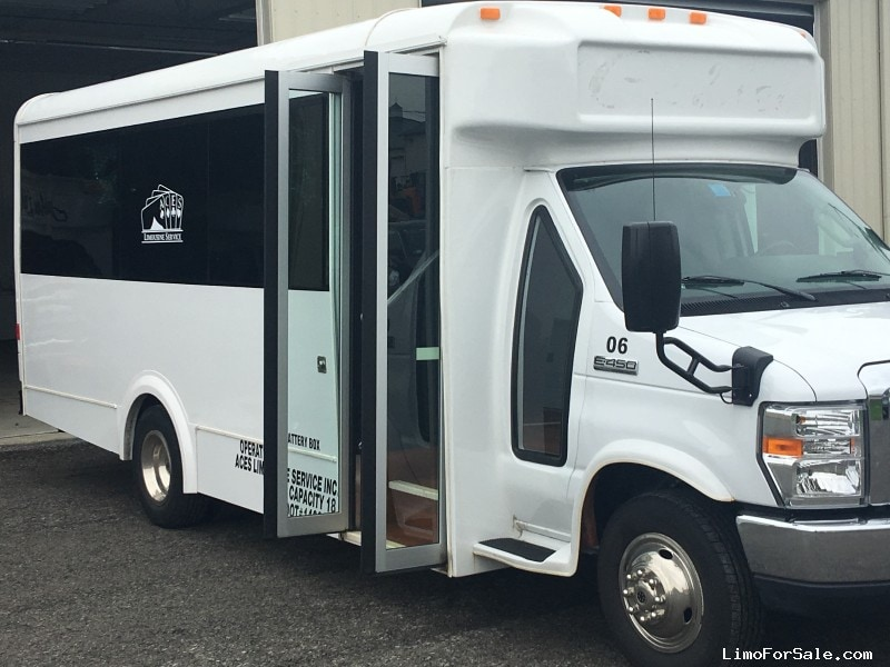 Used 2014 Ford E-450 Mini Bus Limo LGE Coachworks - Clarence Center, New York    - $54,900