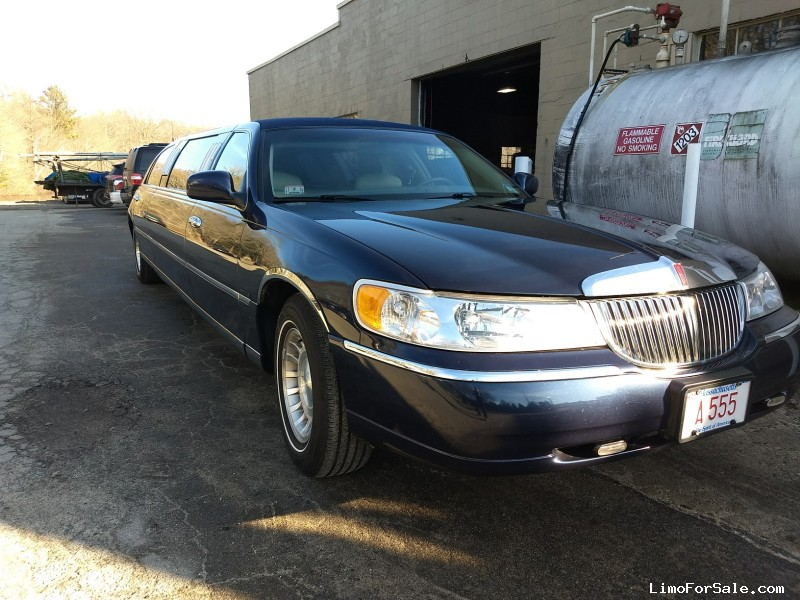 Used 2001 Lincoln Town Car Sedan Stretch Limo Royale - Braintree, Massachusetts - $5,000
