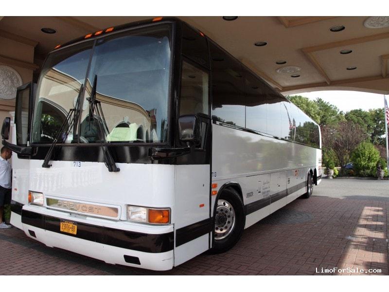 Used 2001 Prevost XLII Motorcoach Shuttle / Tour  - Smithtown, New York    - $33,500