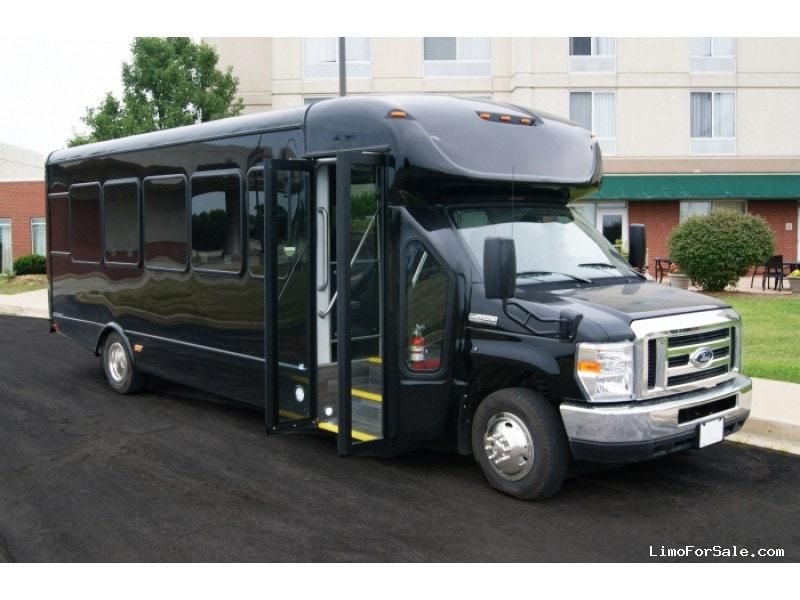 New 2018 Ford E-450 Mini Bus Shuttle / Tour Starcraft Bus - Kankakee, Illinois - $78,500
