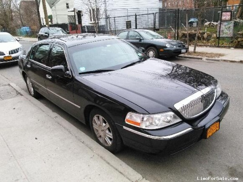 Used 2011 Lincoln Town Car Sedan Limo Long Island City
