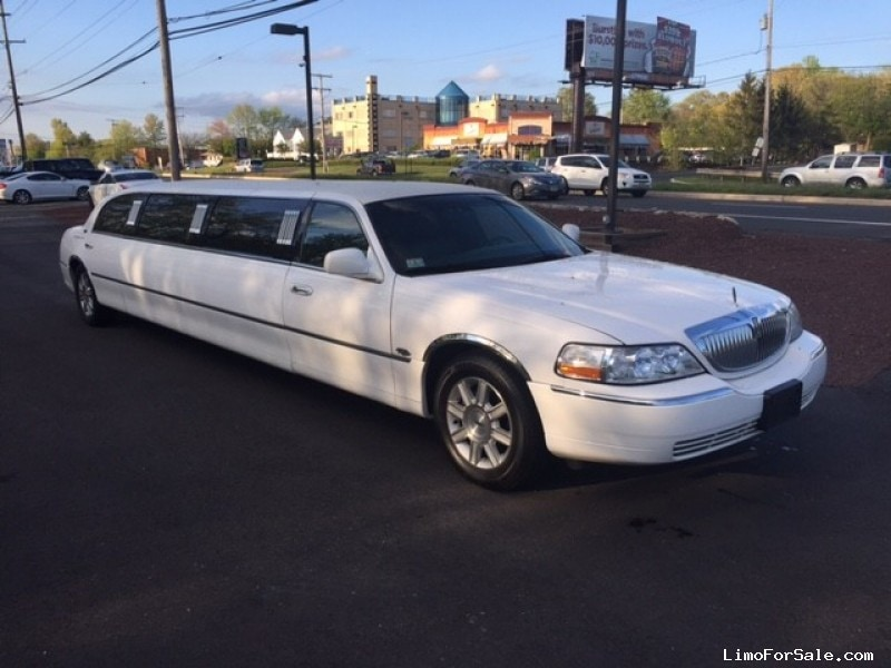 used 2008 lincoln town car sedan stretch limo royale morganville new jersey 20 900 limo. Black Bedroom Furniture Sets. Home Design Ideas