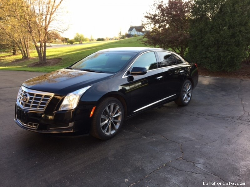 xts review new reviews autotrader image featured large cadillac car