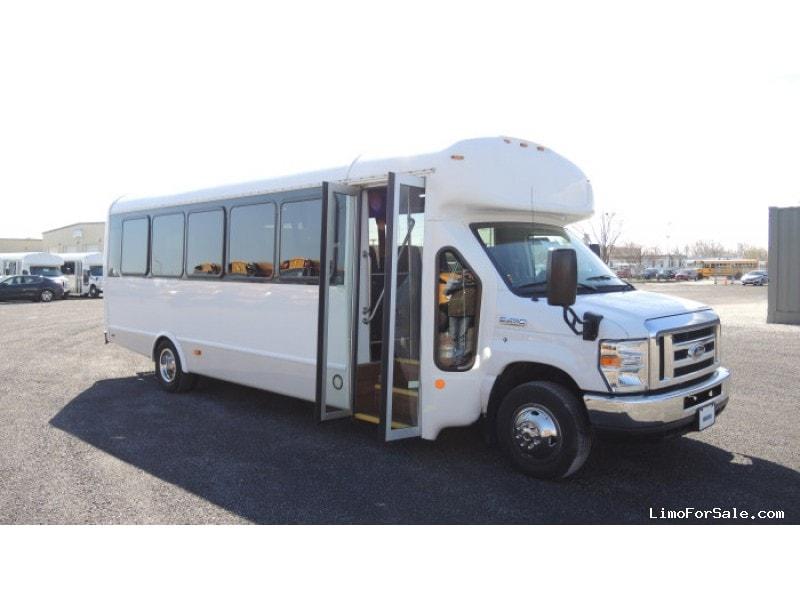 Used 2015 Ford E-450 Mini Bus Shuttle / Tour Starcraft Bus - Kankakee, Illinois - $62,500