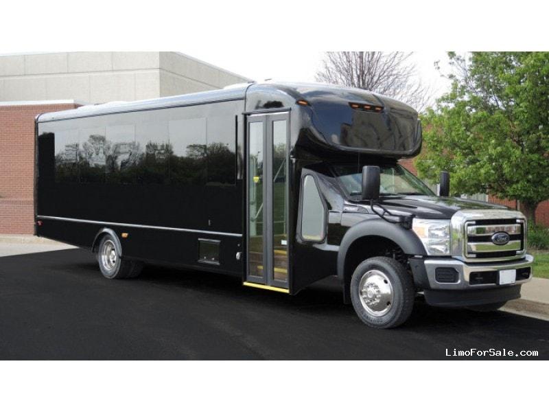 New 2016 Ford F-550 Mini Bus Shuttle / Tour Starcraft Bus - Kankakee, Illinois - $92,950