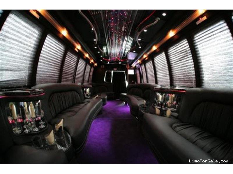 Used 2004 International 3200 Mini Bus Limo  - Yonkers, New York    - $43,000