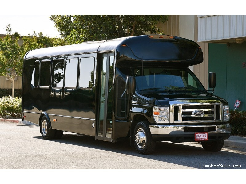 Used 2014 Ford E-450 Mini Bus Shuttle / Tour Starcraft Bus - Fontana, California - $47,995