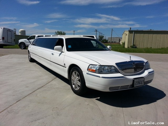 used 2008 lincoln town car sedan stretch limo federal naperville illinois 12 000 limo. Black Bedroom Furniture Sets. Home Design Ideas