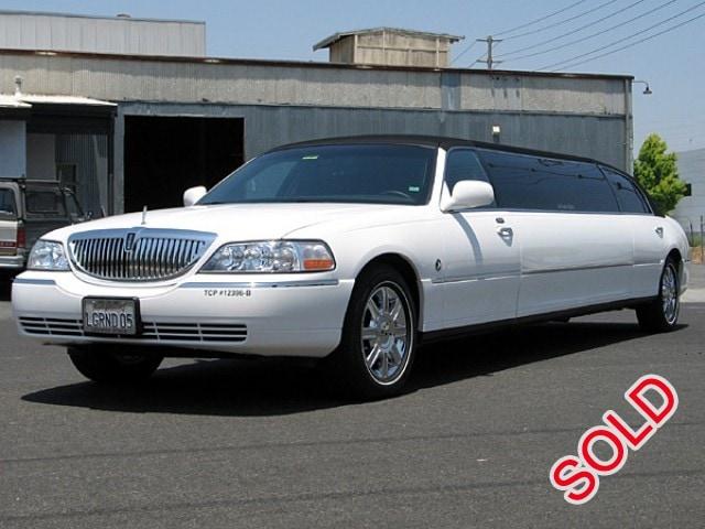 used 2008 lincoln town car sedan stretch limo lime lite coach works santa clara california. Black Bedroom Furniture Sets. Home Design Ideas