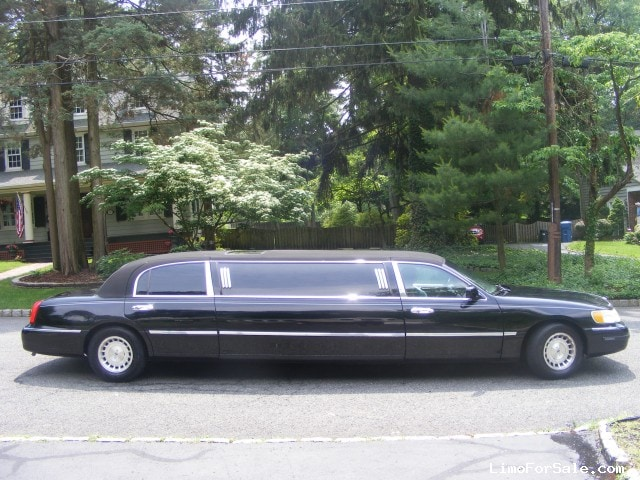 used 1999 lincoln town car sedan stretch limo krystal mountainside new jersey 5 900 limo. Black Bedroom Furniture Sets. Home Design Ideas