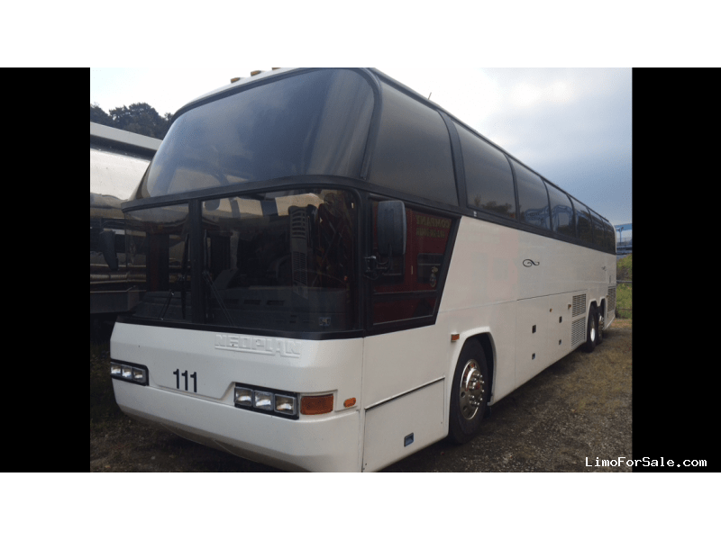 Used 2000 MCI D Series Motorcoach Shuttle / Tour Neoplan Cityliner - WEST MIFFLIN, Pennsylvania - $35,000