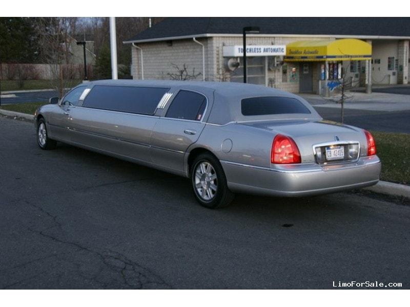 Used 2006 Lincoln Town Car Sedan Stretch Limo Tiffany Coachworks - W Bloomfield, Michigan - $13,495